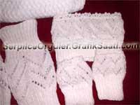 �rg� d�nyas�nda ikiz karde� modas�: Beyaz boyunluk atk� eldiven tozluk ve bayan �antas�